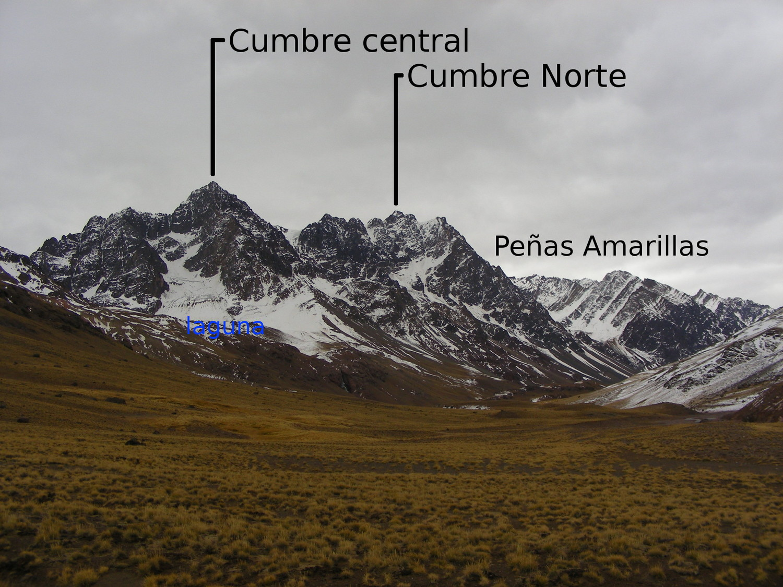 Le massif des Tres Hermanos et des Peñas Amarillas, du SE