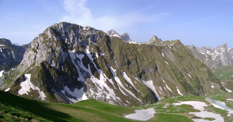 Les Jumelles (à gauche) et le Mont Valeur (à droite) vus du Grammont