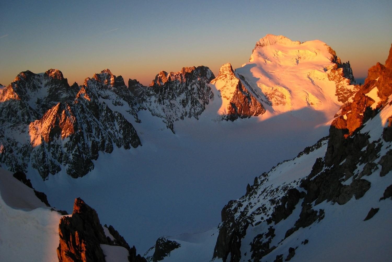 Lever de soleil sur la rive D du Glacier Blanc