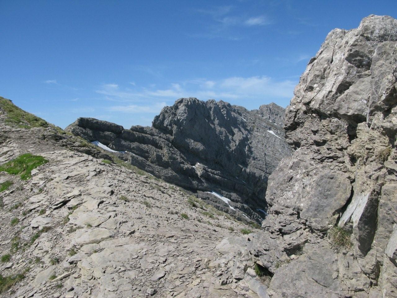 arrivée au sommet avec le sommet 2478 m. en face