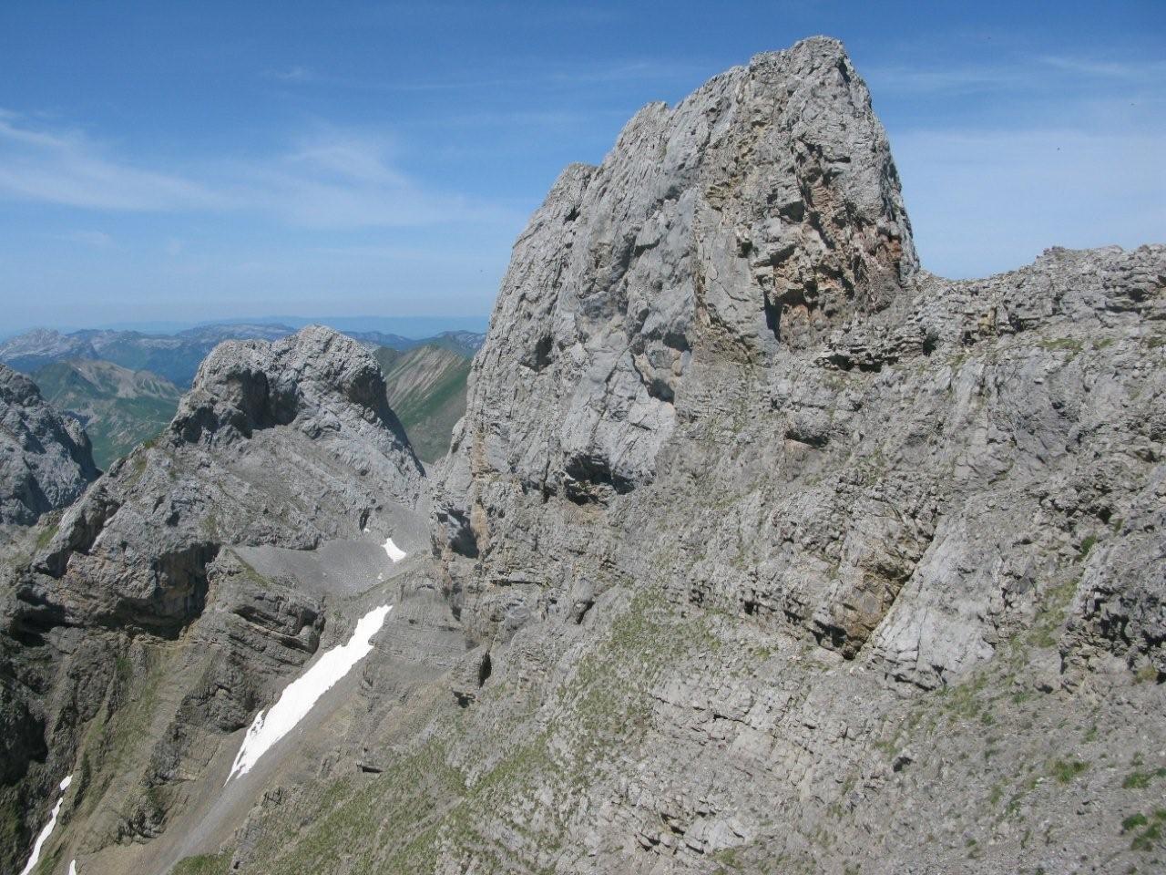 sommet 2461 m. et Tête de la Forclaz à gauche