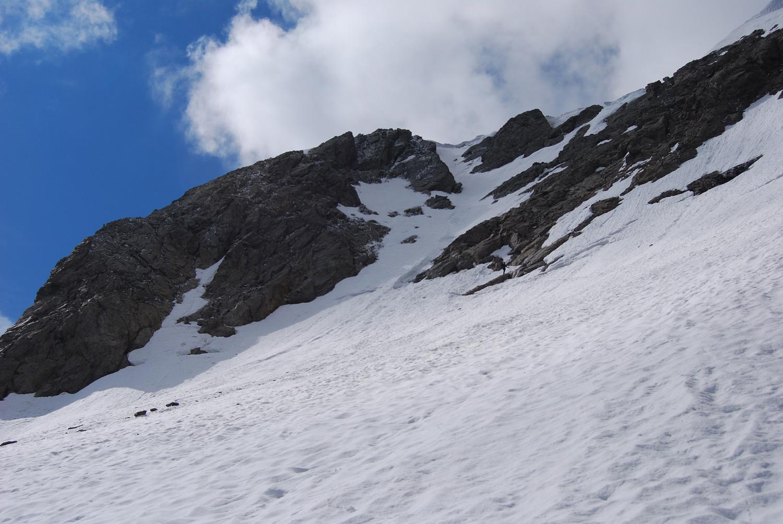 L'ultimo ripido tratto sottostante la cima del Monte Torena versante N.