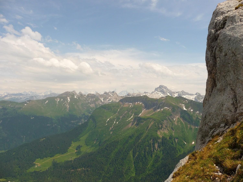 La vue à la descente : Le Mont Lachat, La Point Percé, le Mont Blanc,...