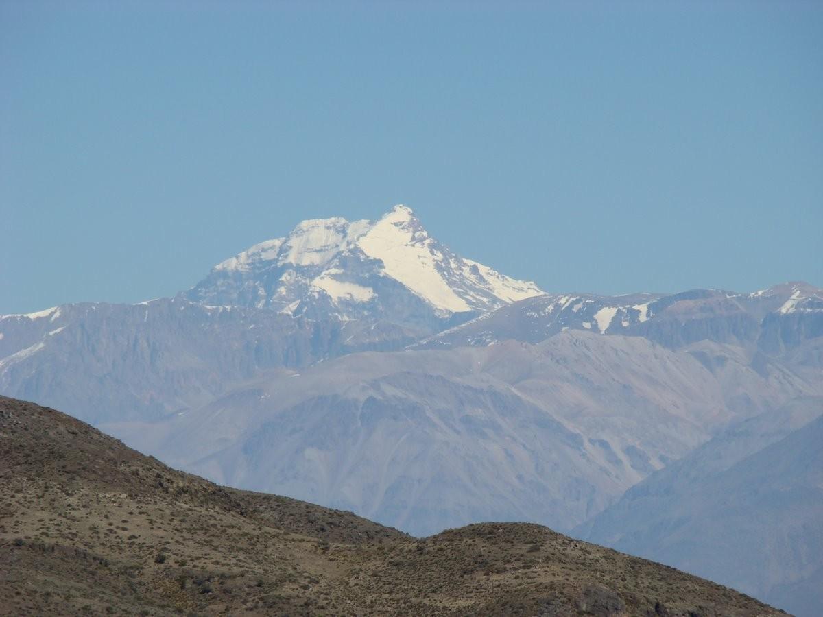 La cara E del Aconcagua y el Glaciar de los Polacos desde el paso de Villavicencio