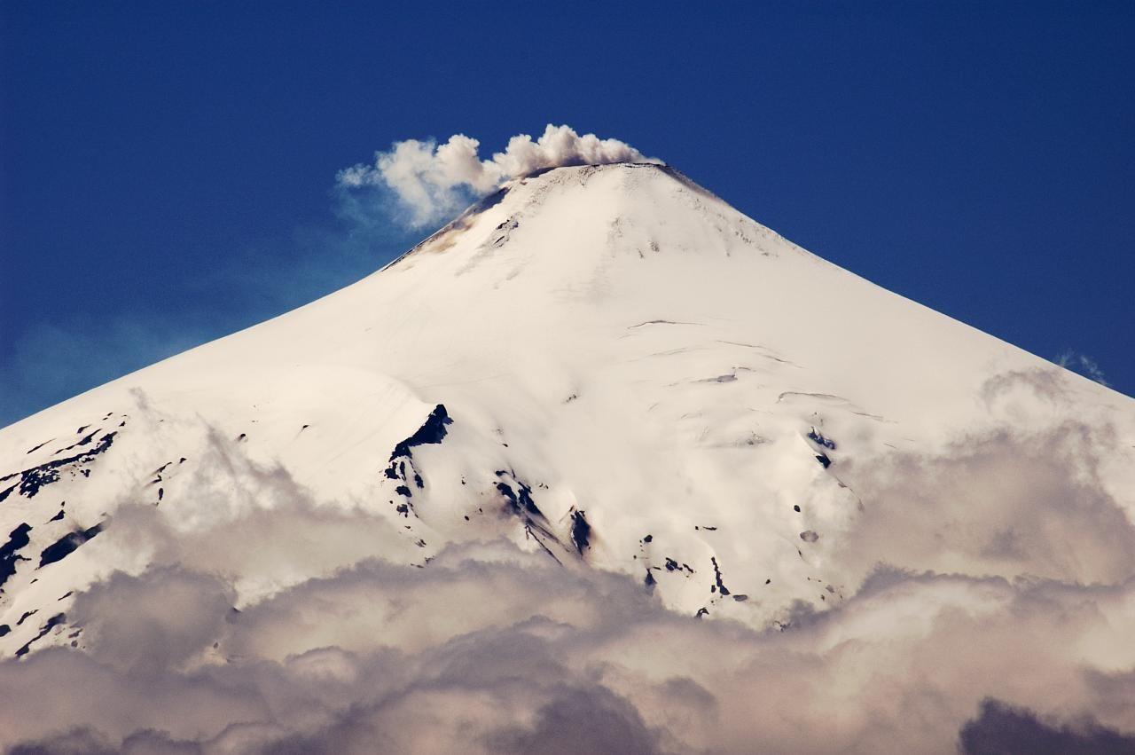 Humo en el volcán Villarrica