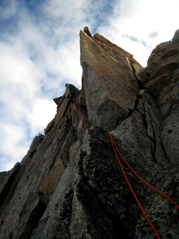une jolie fissure oblique en 4+ peu avant le sommet