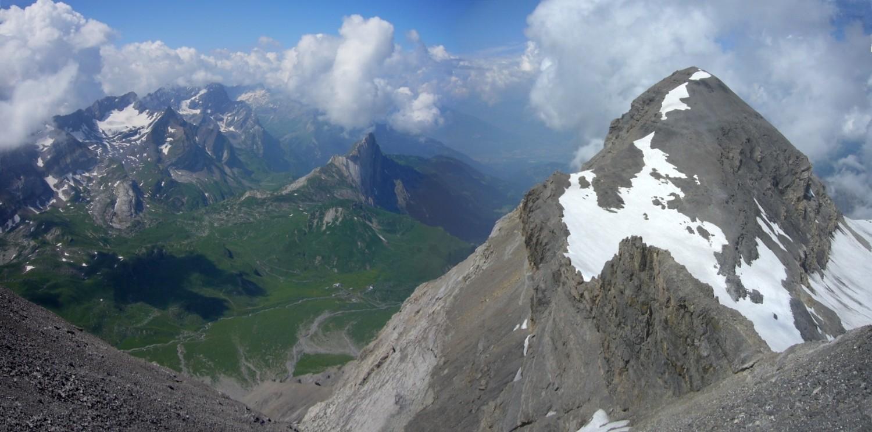 Tête Ronde et Col de Refuge vus  depuis les schistes sous le Pas du Lustre