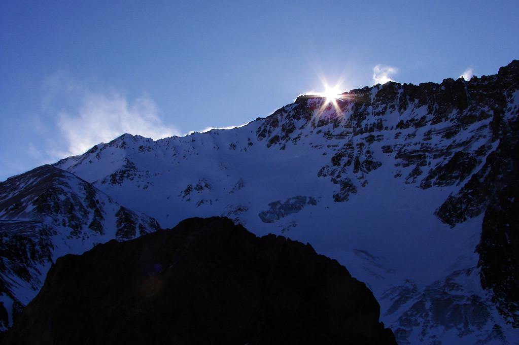 el sol se oculta tras el Colorado