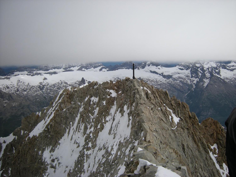 Bietschhorn. Le sommet est plus loin que la croix!
