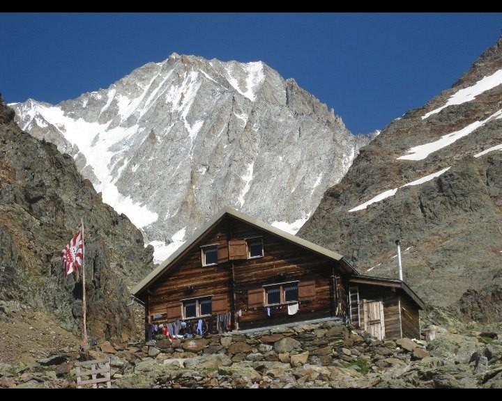 Cabane du Bietschhorn et le sommet