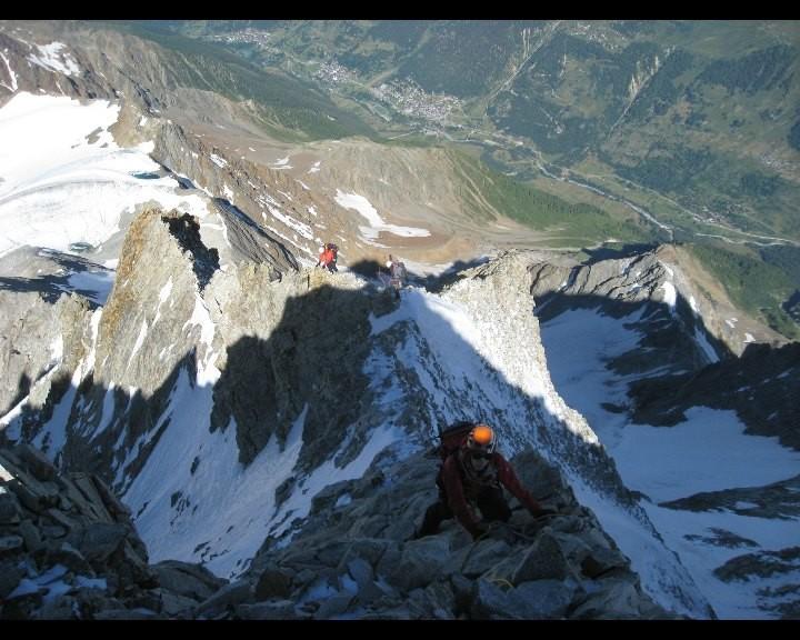 L'arête W bien effilée au départ du sommet