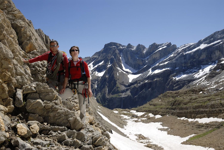 Katell et moi au pied de la voie d'approche (le Marboré avec l'arête Passet en arrière-plan)