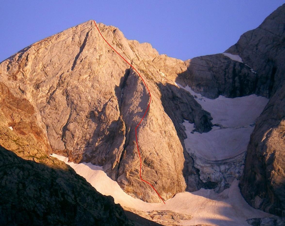 Face Nord du Petit Vignemale, avec son éperon N et ses séracs (tracé de l'itinéraire en rouge, d'après mes souvenirs)