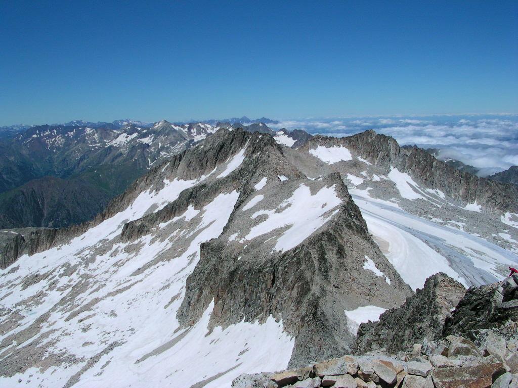 vue du sommet sur la Maladeta