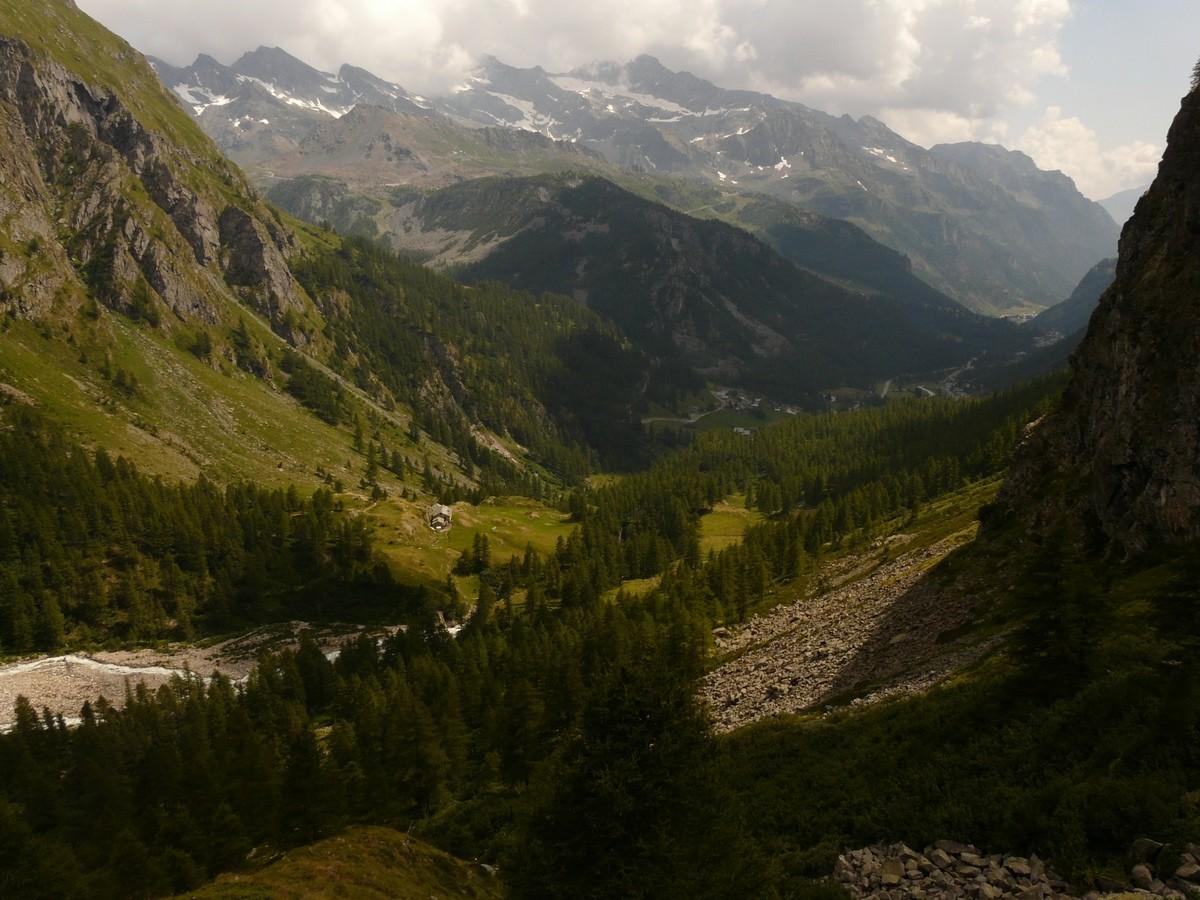 Vallée au dessus de Staffal en descendant de Quintino Sella