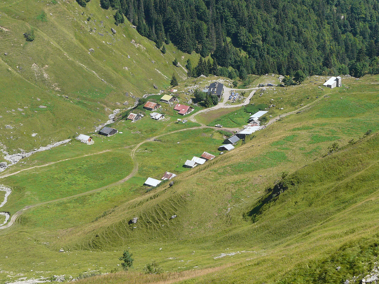 L'alpage de Doran avec le refuge au centre