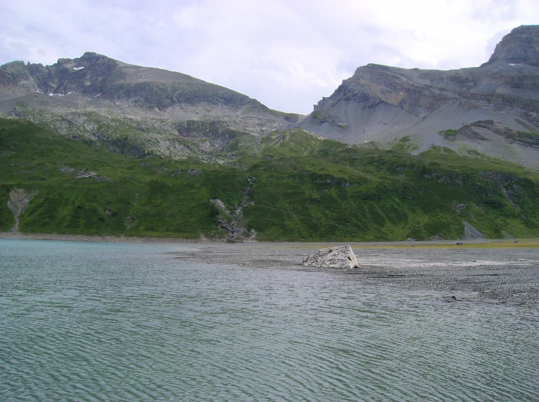 La plage de la rive SW du Lac de Salanfé
