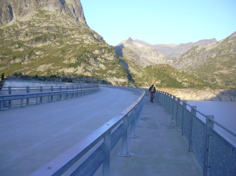 vélo sur le barrage