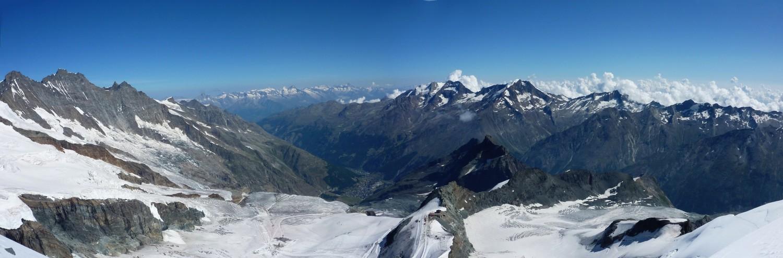 Du sommet : les Mischabel à gauche et les Weissmies et Fletschhorn à droite