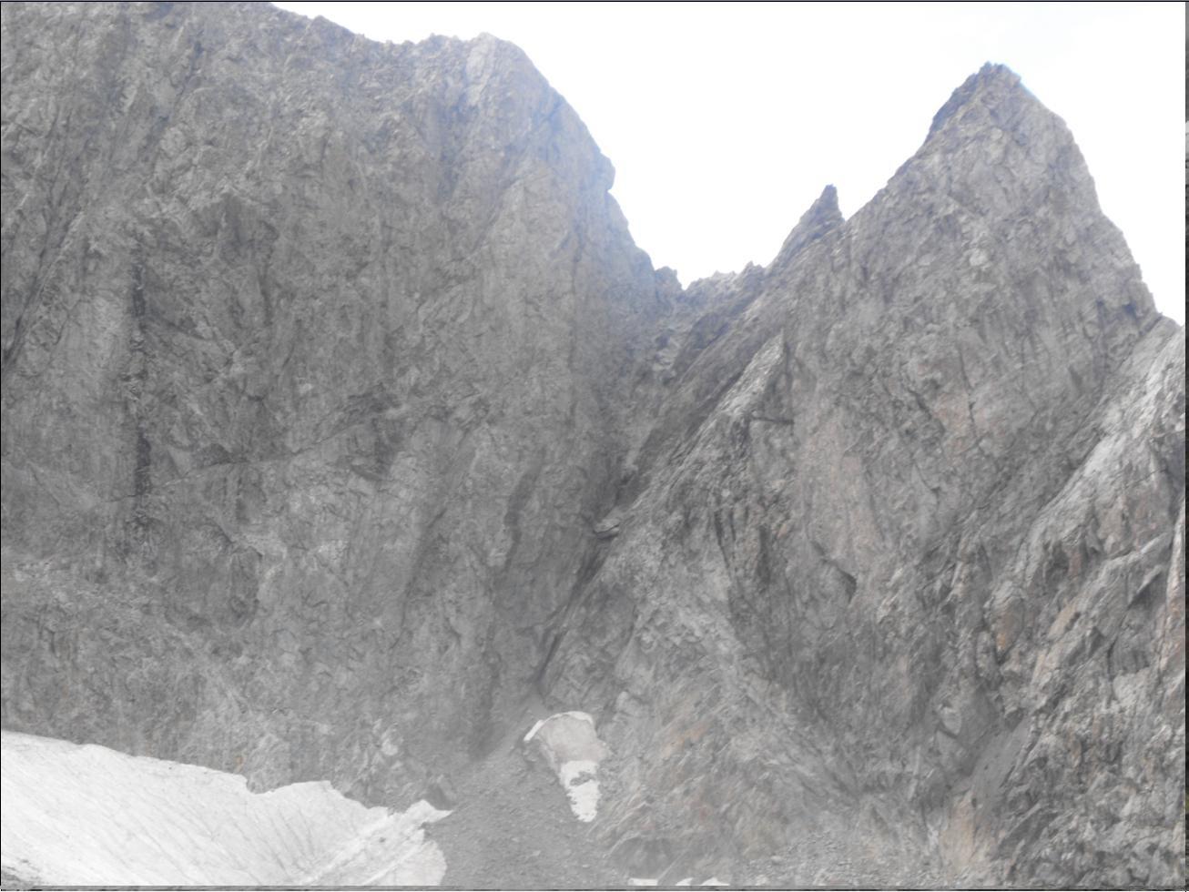 Le rappel dans la brèche pour rejoindre le bas du Glacier des Violettes