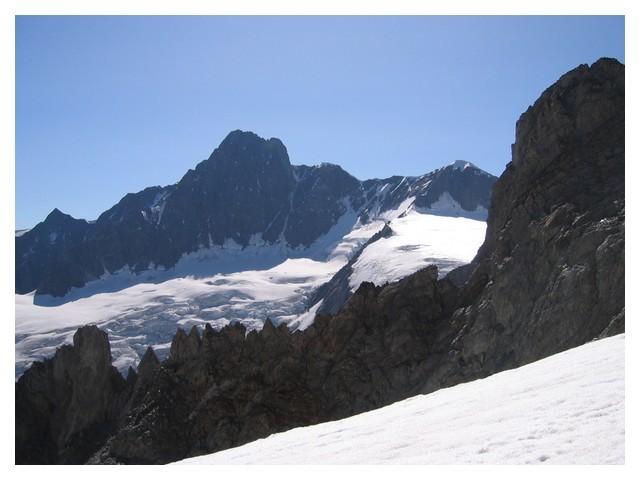 Aiguille des glaciers, face Est, côté Lée Blanche