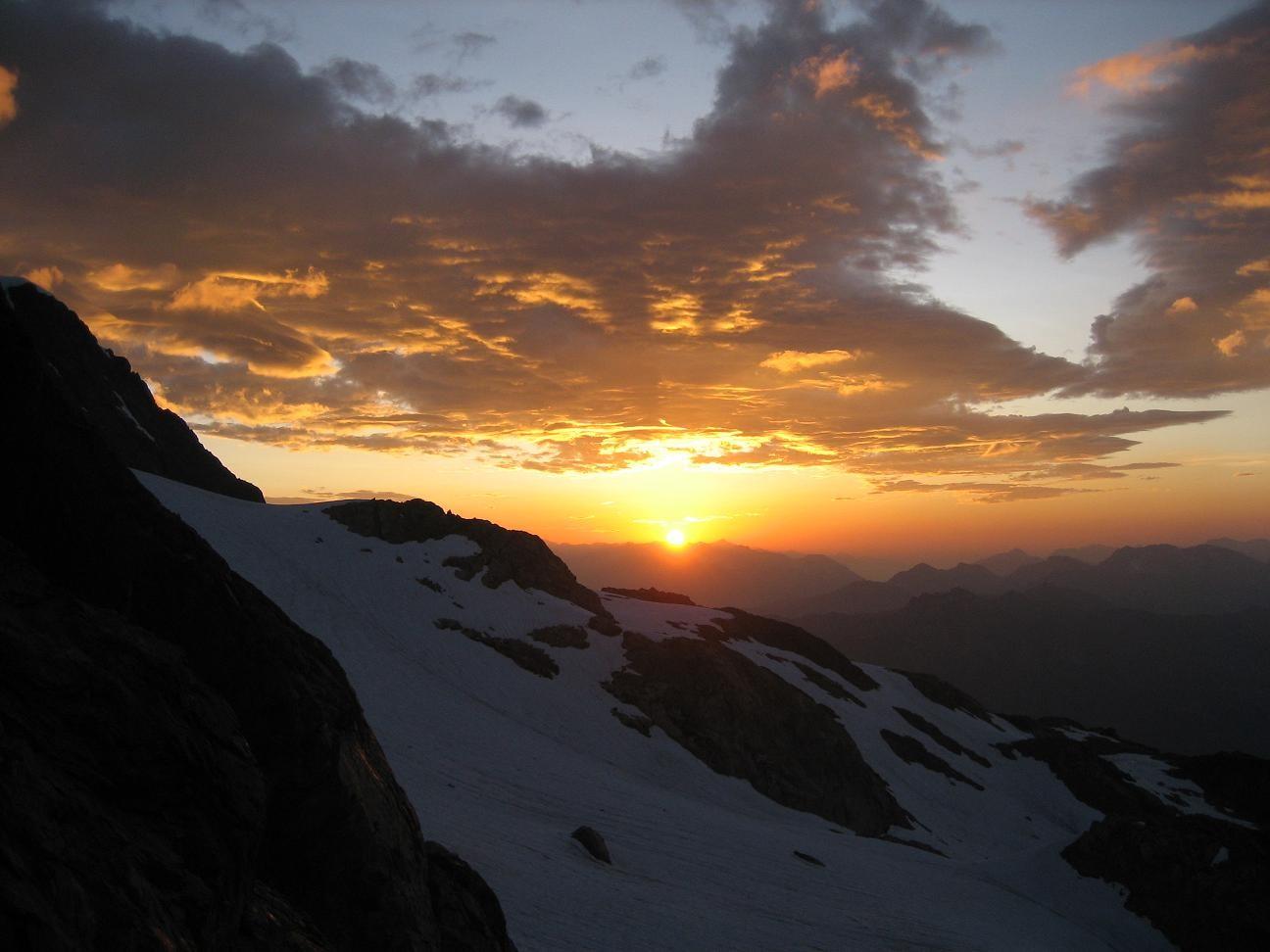 Lever de soleil sur le glacier du Monetier