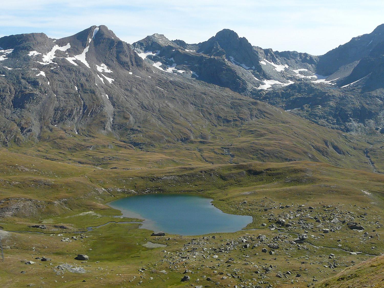 Lac Peton et en arrière plan la pte Miserino et la tête de l'Arietta à gauche