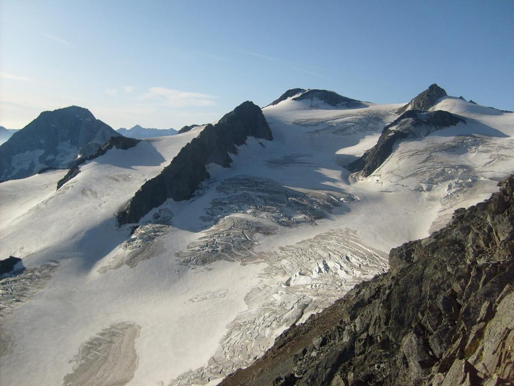 Dès la brèche vue de ouf! avec la pointe de l'Echelle à droite et l'immense glacier de Gébroulaz qui accompagne toute la course