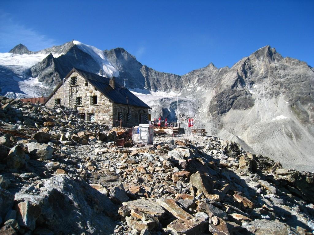 La cabane de Moiry (en travaux, le 30 août 2009)