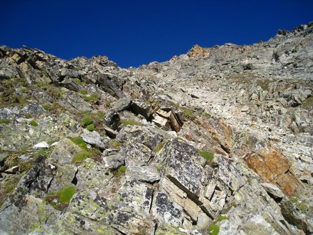 Le couloir de descente (W) sous le sommet