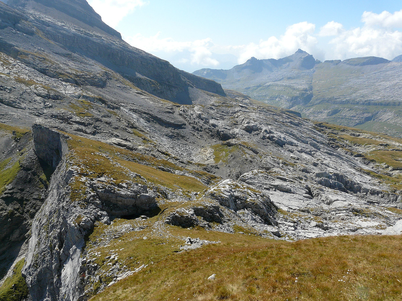 La dernière traversée sous Chardonnière avant la pointe de Sales (le Dérochoir au fond)