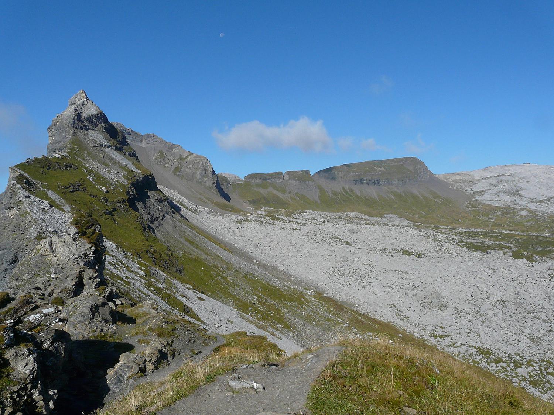 le col de la Portette (Fiz) et la pointe du Dérochoir à gauche.