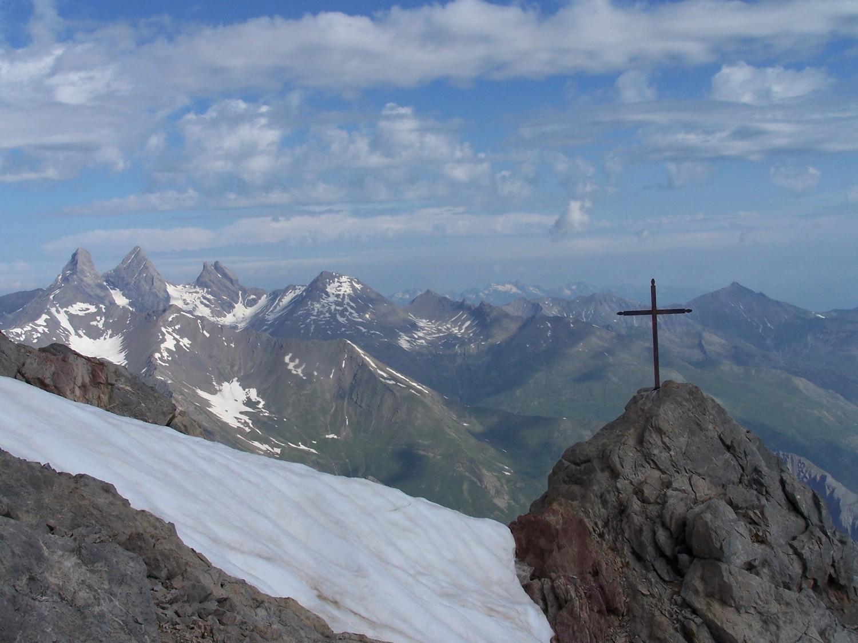 La croix du sommet du Gd Galibier et les Aig.d'Arve