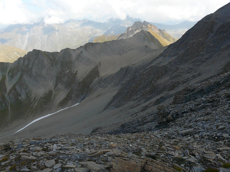 Le col du Ban Darray dans le prolongement de la pointe du névé, et vallon de la  Combette