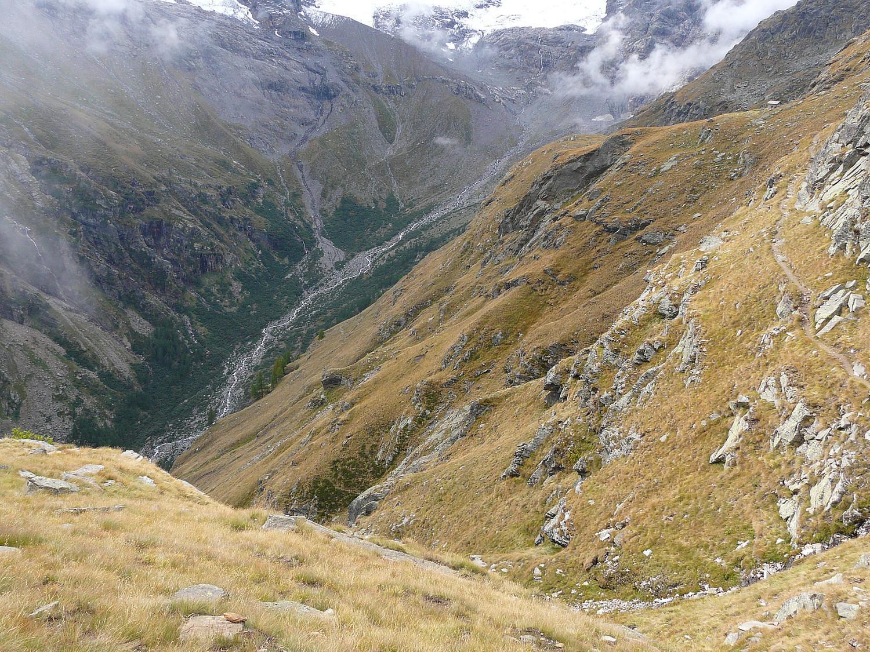 Le fond du vallon de Valnontey (le chemin à droite avant la grande descente)