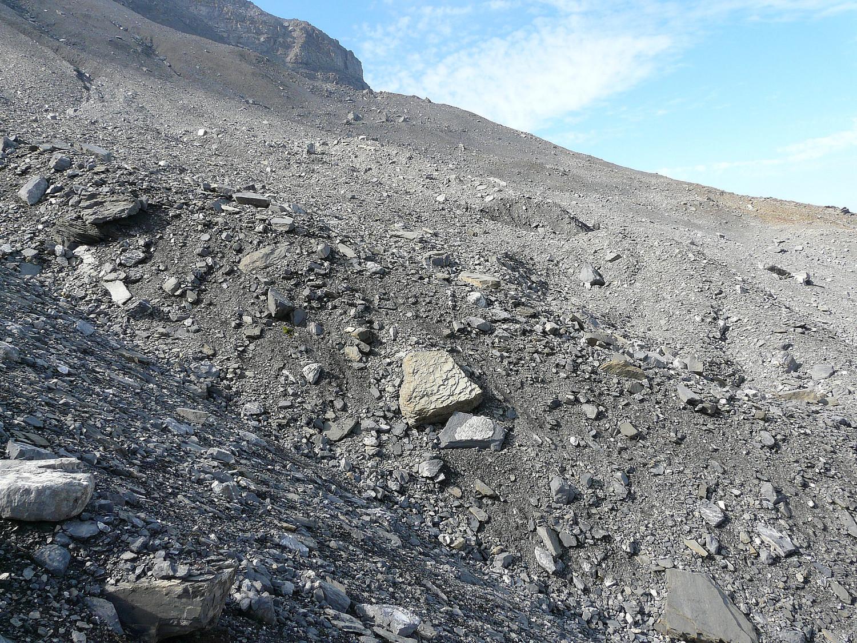 Dessous les rochers un glacier fossile