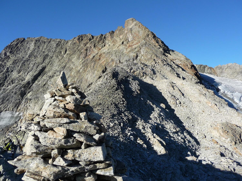 Arrête rocheuse a suivre jusqu'au pain de sucre, le glacier est 'triste'