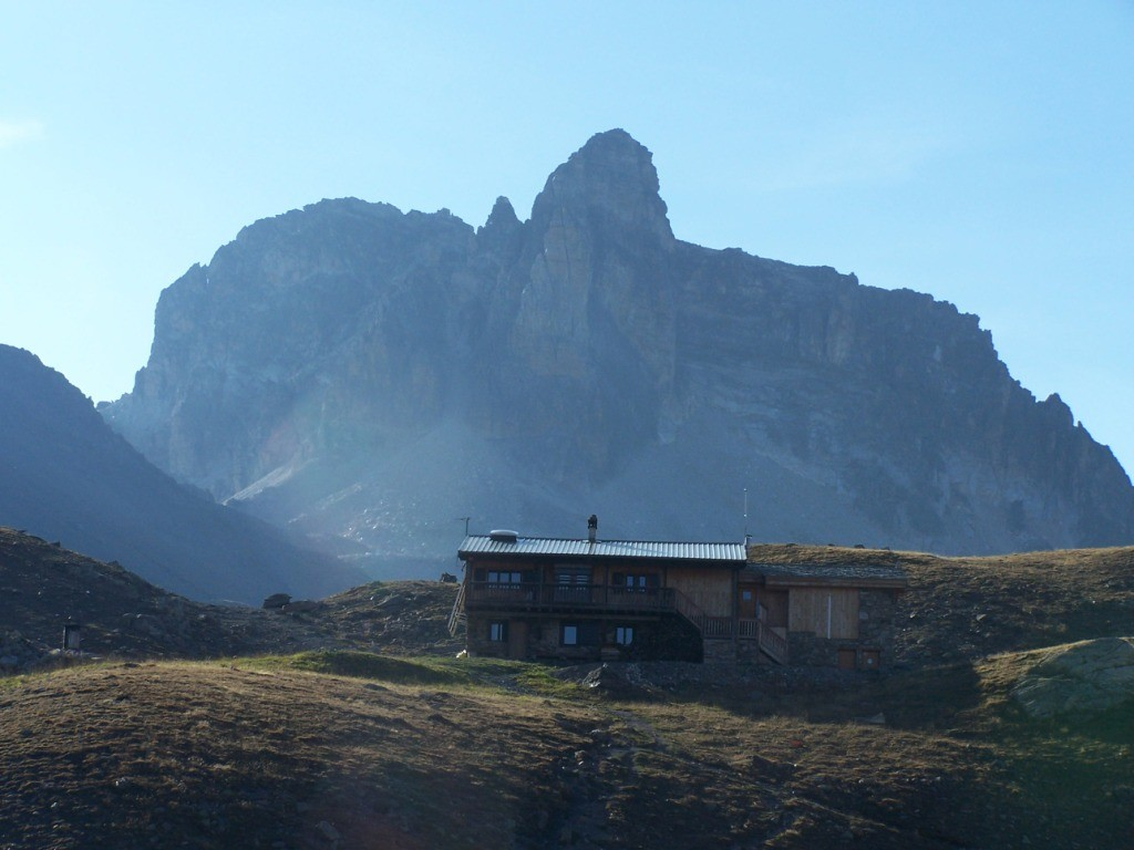 Le refuge du Thabor et le Cheval Blanc.