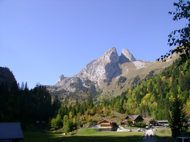 Le Mont Gardy (à gauche) et la Grande et Petite Jumelle depuis Taney