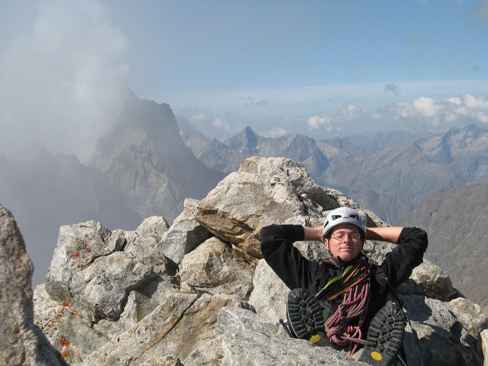 Tête S du Replat : Pierre fait la sieste au sommet!