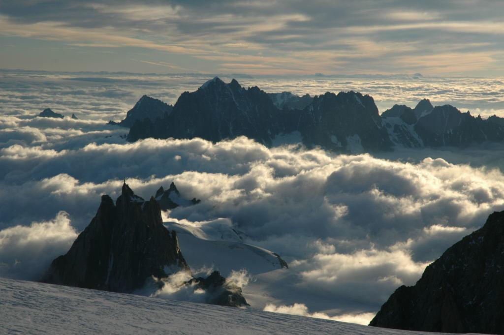 Mer de brouillard sur le massif du Mt Blanc