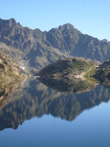 Quietude parfaite sur un lac du Mercantour