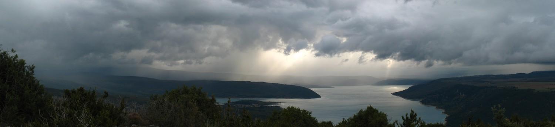 La tempête arrive au dessus du lac Sainte Victoire