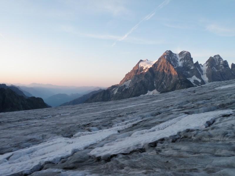 Levé de soleil sur le Pelvoux depuis le Glacier blanc
