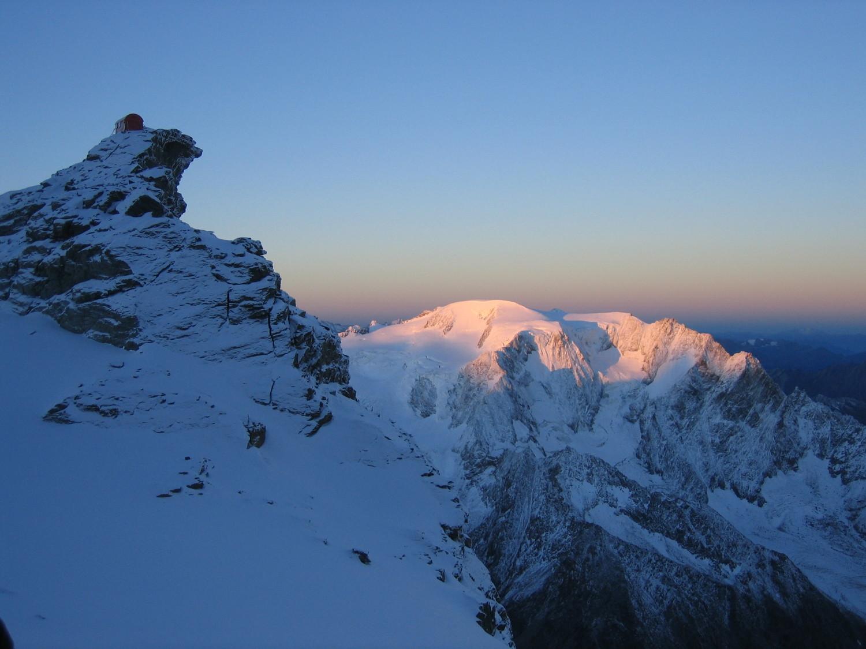 Lever de soleil sur le Vélan lors de l'ascension du Grand Combin
