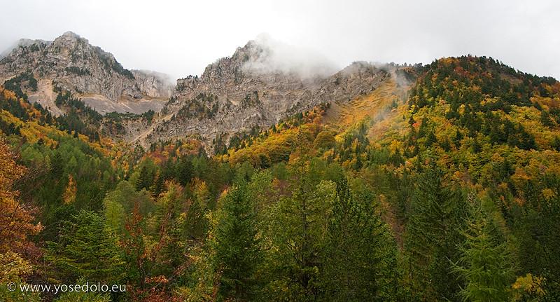 couleurs d'automne depuis le chemin  d'accès au Mont Aiguille