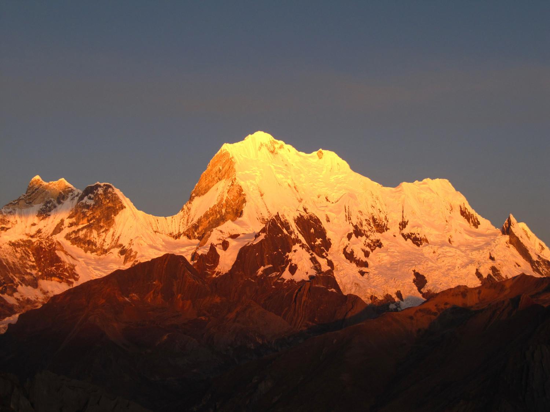 Yerupaja au coucher du soleil, Pérou