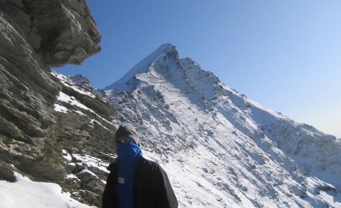 Hervé, bien emmitouflé contre le vent glacial à 3200m