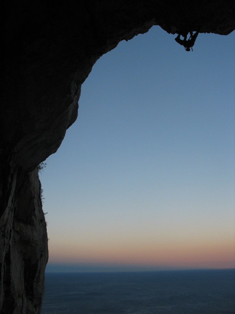 escalade au crépuscule au dessus de la Méditerranée