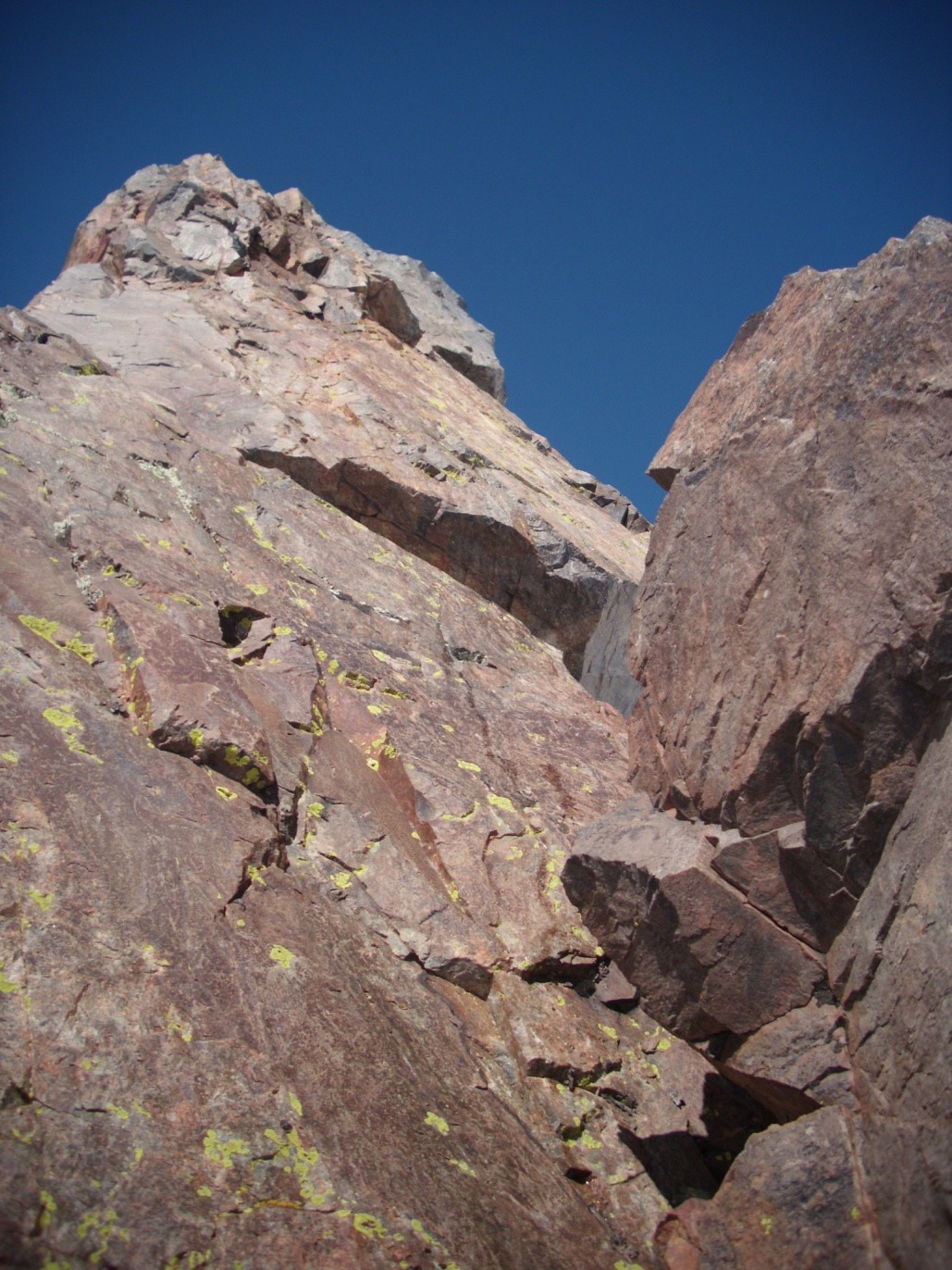 Unico tramo de roca del ascenso, unos 15 mts.